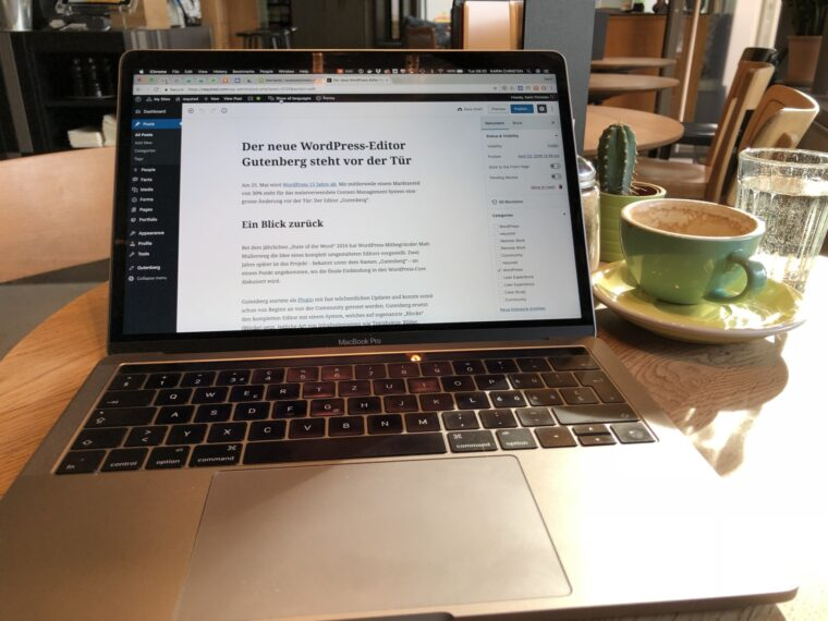 Laptop mit Gutenberg Editor